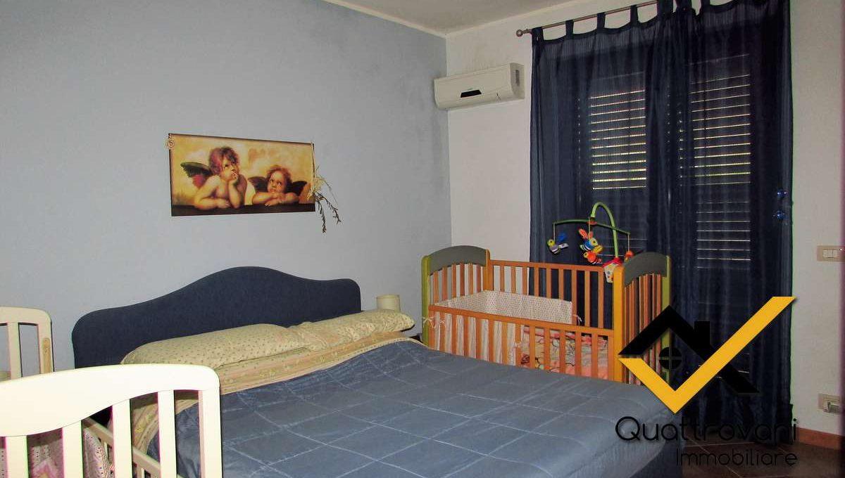 foto stanza letto (2)