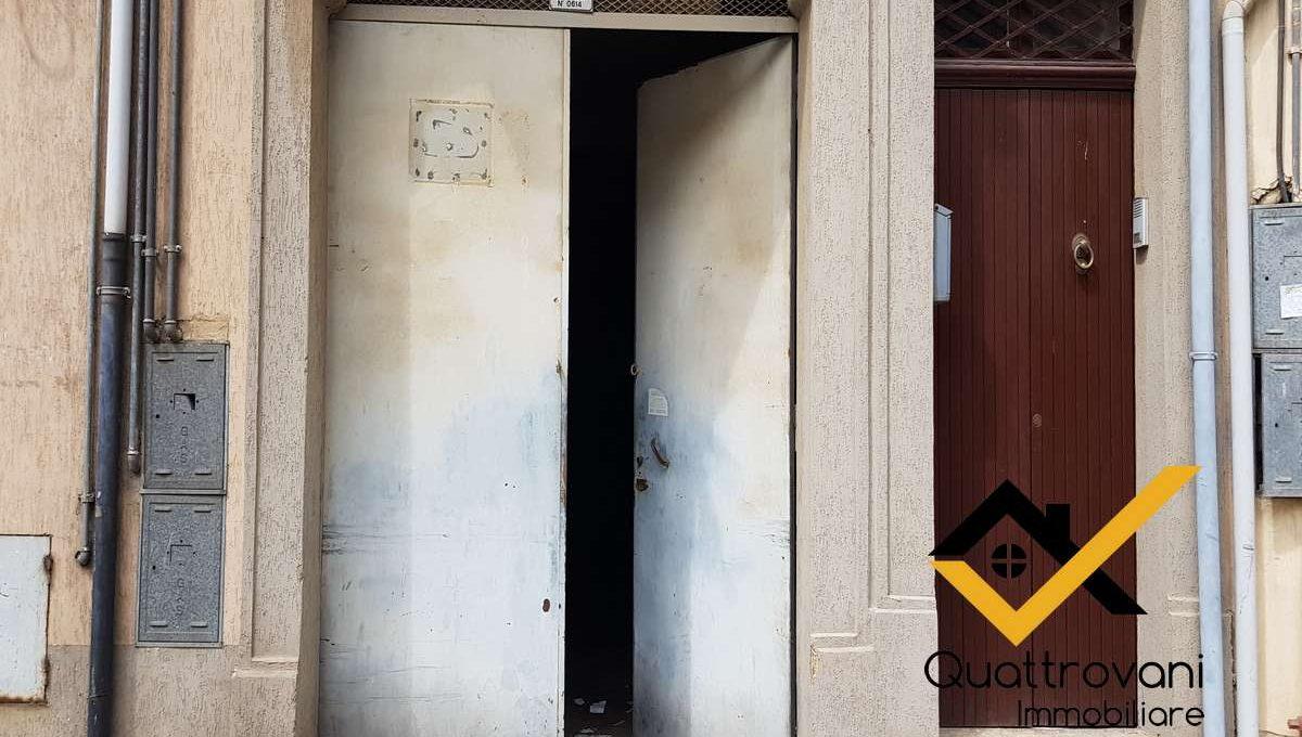 garage mq 83 - Caltagirone - vendita (3)