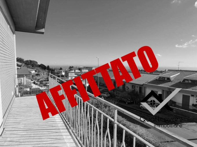4 Vani Ristrutturato con Terrazzo, Nicolosi, Viale Della Regione