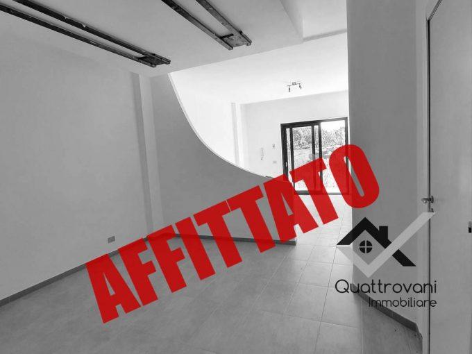 2 Vani Luminoso con Giardino, Aci Castello - AFFITTATO
