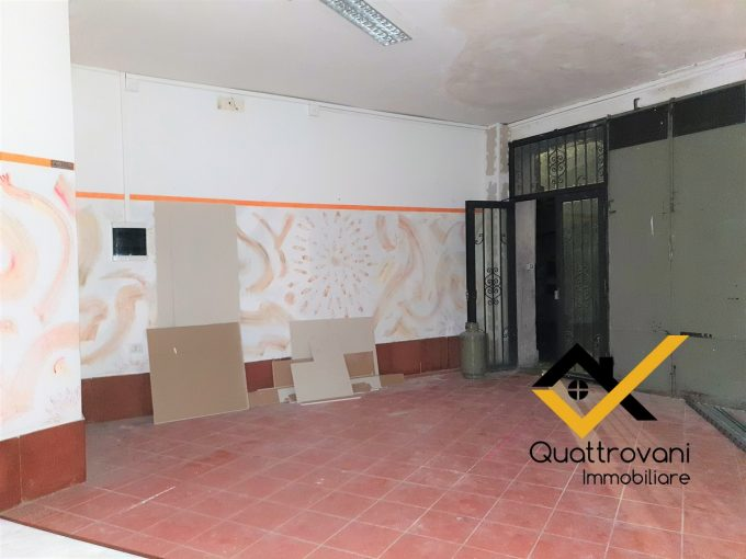 Locale Commerciale Mq 249, Mascalucia, Corso San Vito